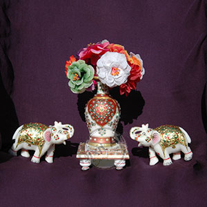 MARBLE VASE WITH ELEPHENT